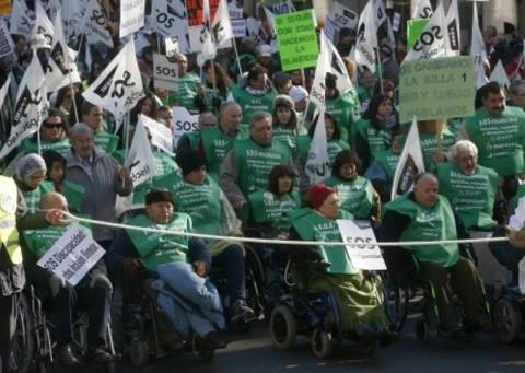 Bγήκαν στους δρόμους με τα αναπηρικά καροτσάκια