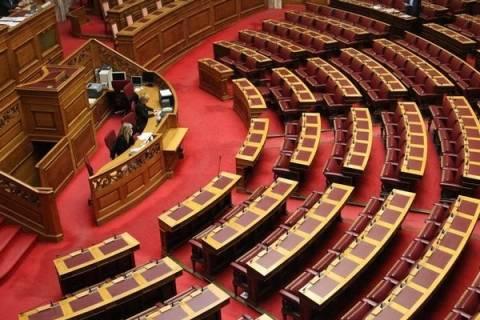 Ουρά στην «έξοδο» από τη Βουλή