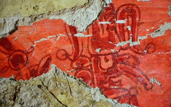 «Κόκκινο» μυστήριο σε τάφο των Μάγια