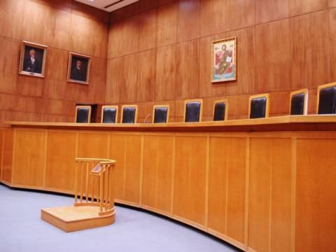Νέο άδειασμα σε Στουρνάρα από δικαστές