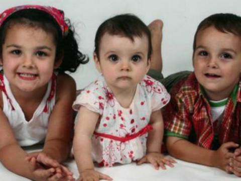 ΣΟΚ: Δολοφόνησε τα τρία αγγελούδια της επειδή δεν πήρε την κηδεμονία