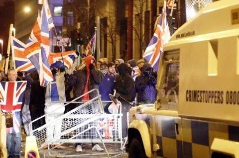Β. Ιρλανδία: Η αφαίρεση της βρετανικής σημαίας έφερε ξεσηκωμό