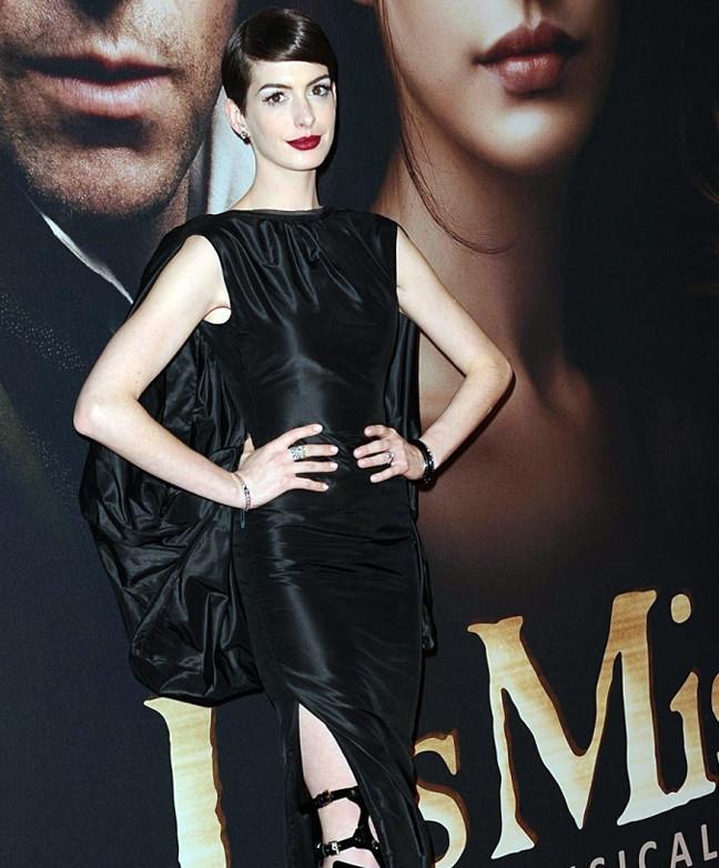 Πασίγνωστη ηθοποιός χωρίς εσώρουχο στην πρεμιέρα της ταινίας της (pic)