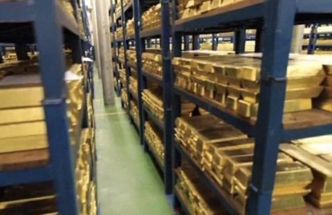 Βίντεο: Περιηγηθείτε ανάμεσα σε εκατοντάδες ράβδους χρυσού!