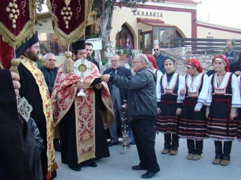 Τα οστά του Αγίου Νικολάου στον Ιερό Ναό της Παστίδας Ρόδου
