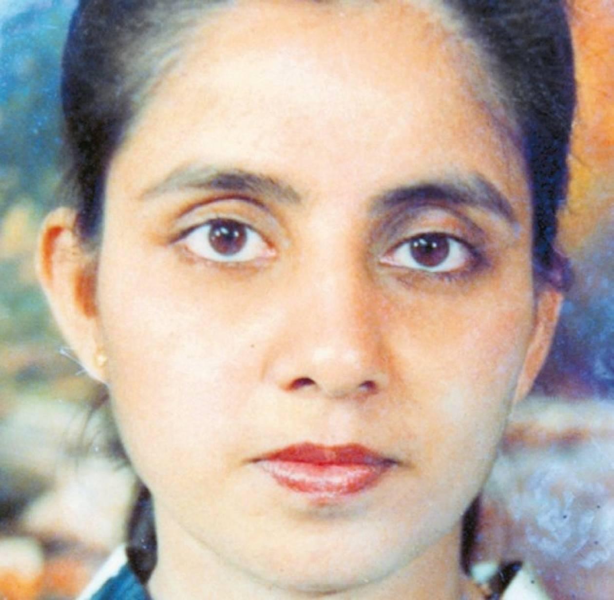 30 χρονών γυναίκα που χρονολογείται 25 χρονών