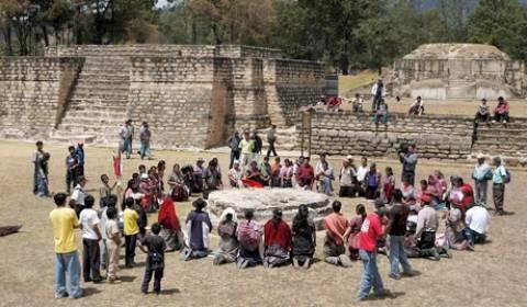 Οι ιερείς των Μάγια γιορτάζουν το «τέλος του κόσμου»