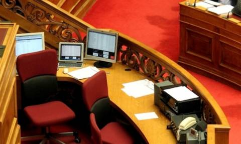 «Ψαλίδι» στους μισθούς των υπαλλήλων της Βουλής
