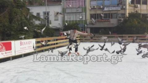 Δείτε τις πρώτες τούμπες on ice στο παγοδρόμιο της Λαμίας