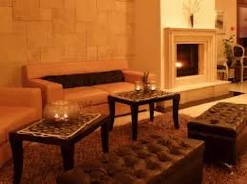 ΟΑΕΔ: Ξεκινά το πρόγραμμα για διατήρηση θέσεων εργασίας σε ξενοδοχεία