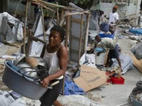 Τρία χρόνια μετά τον σεισμό ζουν σε καταυλισμούς