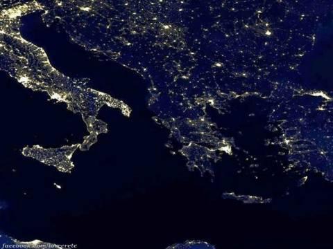 Εκπληκτική φωτογραφία από τη Nasa: Η μισή Ευρώπη φωτισμένη