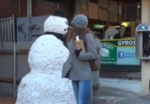 Βίντεο: Φάρσα-Όταν ζωντανεύει ο χιονάνθρωπος