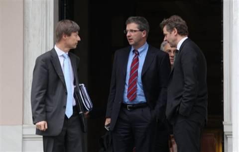 Νέες απολύσεις στο Δημόσιο φέρνουν στο «σάκο» τους οι δανειστές