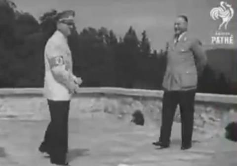 Σπάνιο βίντεο με τον Χίτλερ να χορεύει...