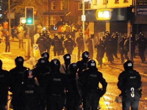 Ταραχές με τραυματίες αστυνομικούς στο Μπέλφαστ