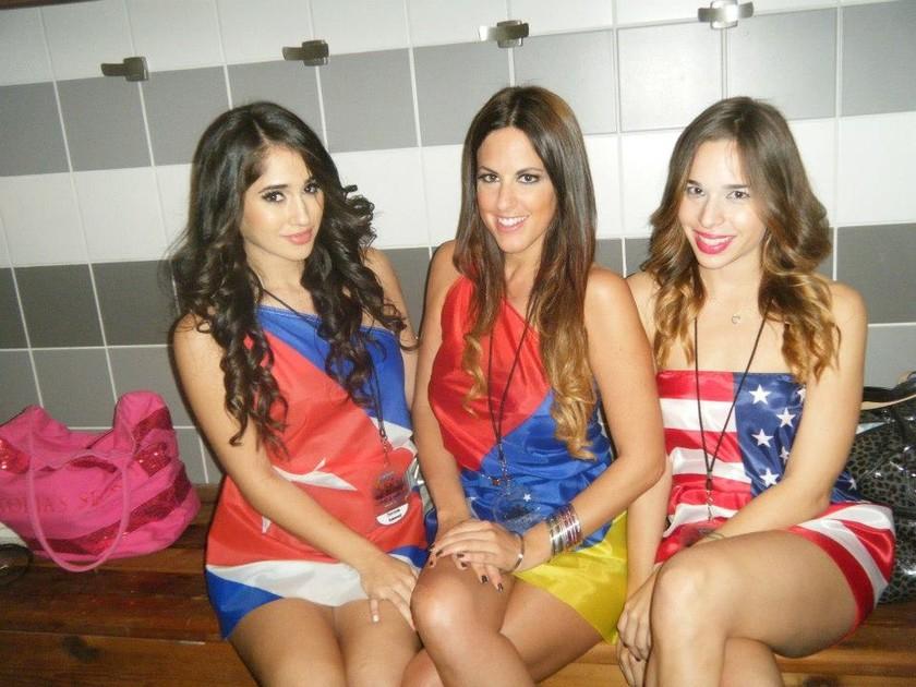 Claudia Romani: Καυτές… πόζες με τη σημαία της Βενεζουέλας!