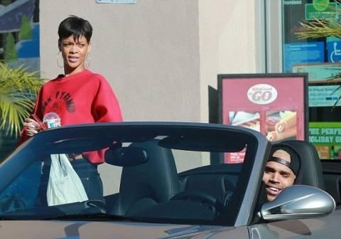 Brown προς Rihanna: Μπες μες στο καμπριολέ πάμε για κανά καφέ...