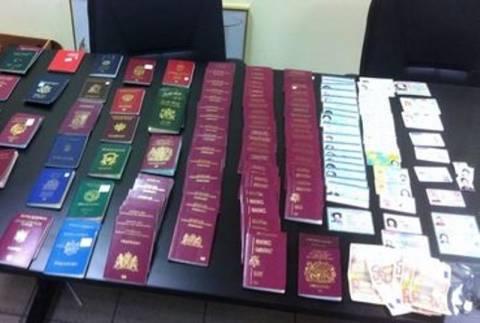 Συνελήφθησαν για διακίνηση πλαστών διαβατηρίων και ταυτοτήτων