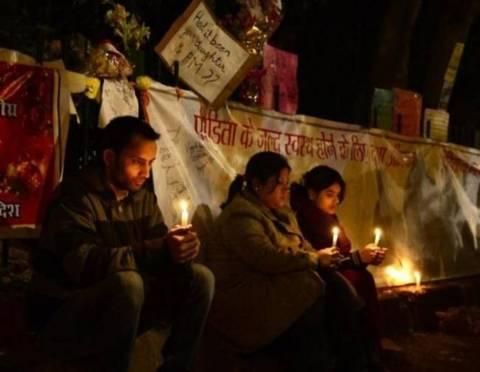 Ινδία: Ο πατέρας της 23χρονης επιθυμεί να γίνει γνωστό το όνομά της