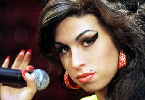 Οριστικό: Η Amy Winehouse πέθανε από αλκοόλ