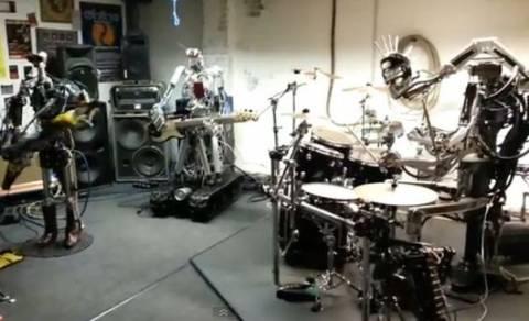 Βίντεο: Το πρώτο ροκ συγκρότημα αποτελούμενο από …ρομπότ!