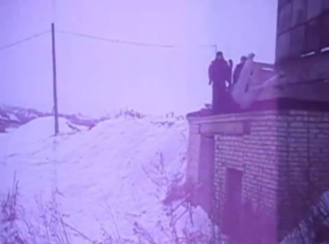 Βίντεο: Ξανασκεφτείτε το για παρκούρ το χειμώνα!