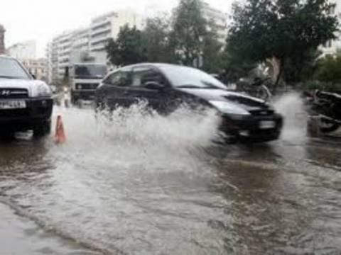 Άνοιξαν οι ουρανοί - Χάος στους δρόμους της Αθήνας (vid)