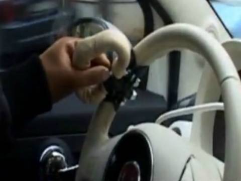 Θεσσαλονίκη: Ο πρώτος Έλληνας οδηγός χωρίς χέρια (vid)