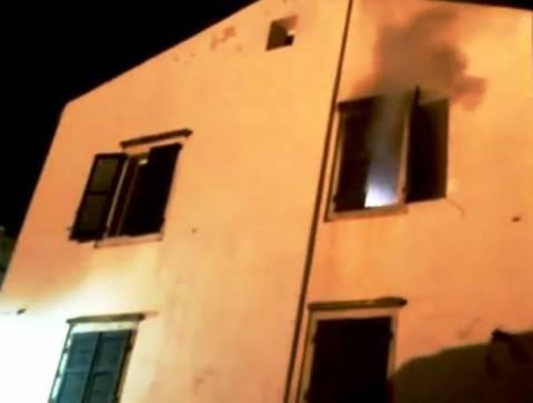 Βίντεο: Πυρκαγιά σε διαμέρισμα στο ιστορικό κέντρο της Κέρκυρας