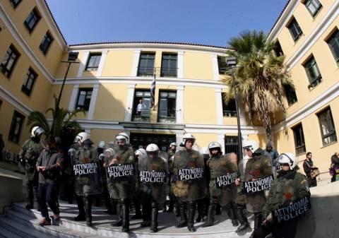 Συναγερμός στην Ευελπίδων – Τηλεφώνημα για βόμβα