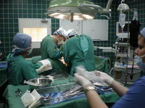Απίστευτος ο γιατρός: Ξέχασε μέσα στην κοιλιά ασθενούς...