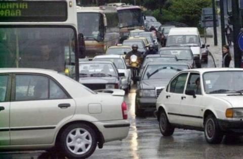 Κομφούζιο από τη βροχή και τις απεργίες στους δρόμους