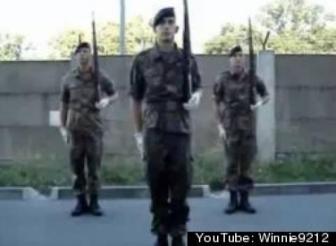 Απίστευτο: Γερμανοί στρατιώτες «ανέπτυξαν στήθος» λόγω ασκήσεων!