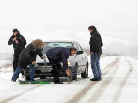 Προβλήματα στους δρόμους λόγω κακοκαιρίας – Πού χρειάζονται αλυσίδες