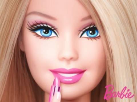 Απίστευτη φωτογραφία: Η γνωστή σε όλους Barbie... χωρίς μακιγιάζ
