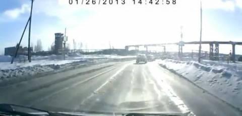 Βίντεο: Οδηγούσε και από το πουθενά βρέθηκε μπροστά του ένα...