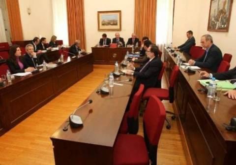 Συνεχίζεται η κατάθεση του Έλληνα πρεσβευτή στο Παρίσι Κ. Χαλαστάνη