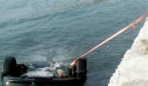 Πτώση οχήματος στη θαλάσσια περιοχή του Φλοίσβου