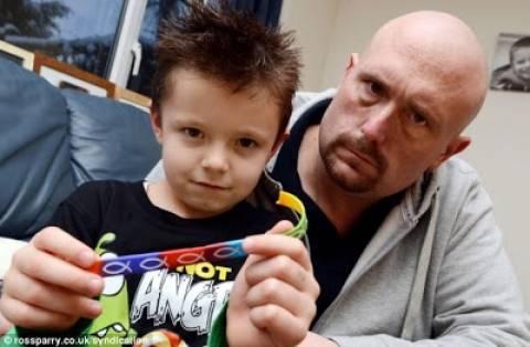 Σχολείο απαγόρευσε σε 6χρονο να φοράει λουράκι με χριστιανικά σύμβολα