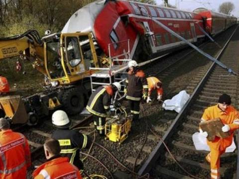 Ν. Αφρική: Σύγκρουση δύο προαστιακών τρένων