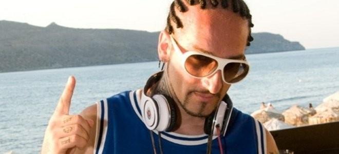 Πασίγνωστος Έλληνας τραγουδιστής δουλεύει στην λαϊκή εδώ και 20 χρόνια