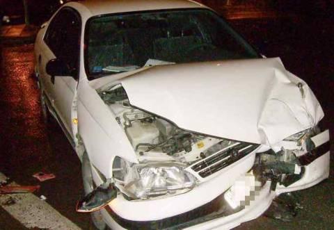 Ιτέα: Ήπιε λίγο... παραπάνω και έπεσε πάνω σε σταθμευμένο όχημα