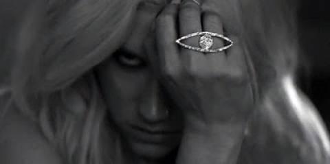 Pop star καταγγέλλει ότι της έδωσαν τραγούδια με σατανιστικά μηνύματα
