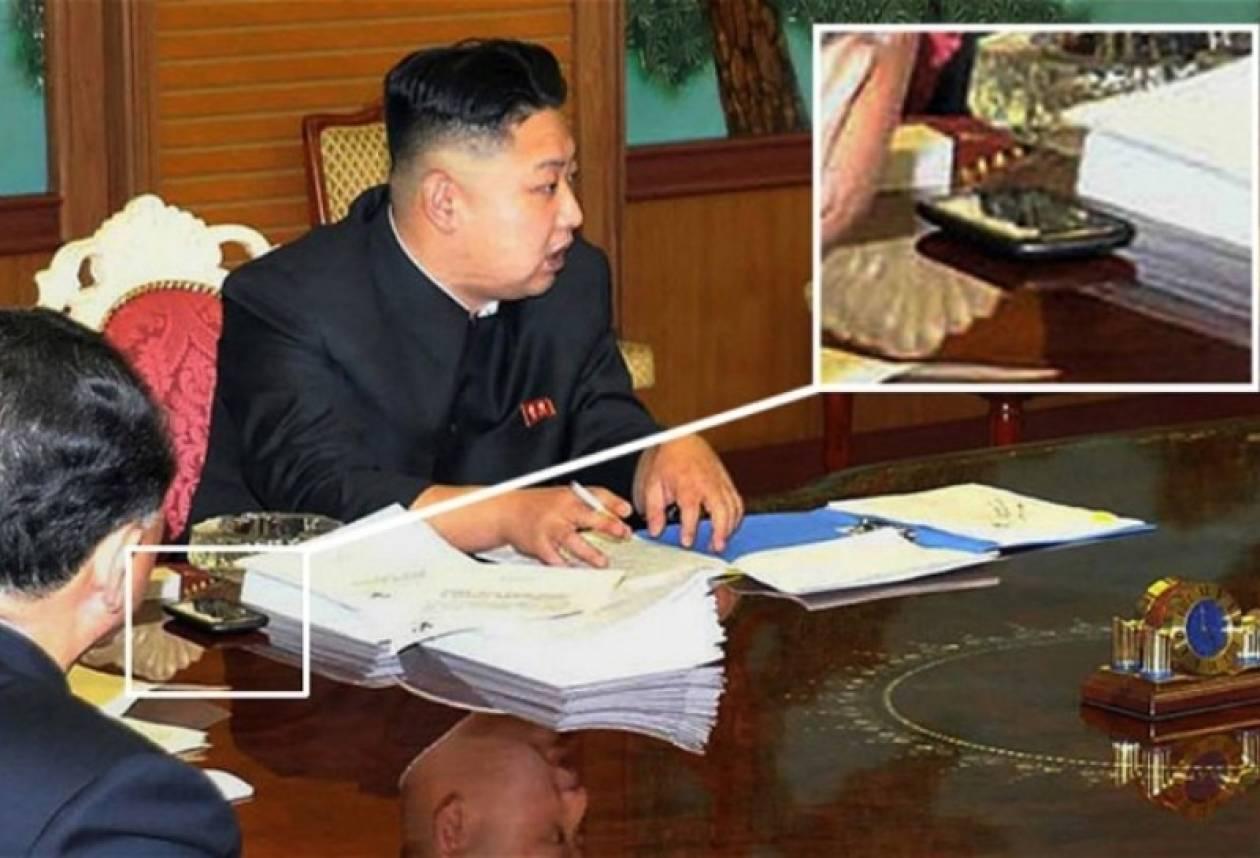 Σάλος στη Ν. Κορέα για το smartphone του Κιμ Γιονγκ Ουν