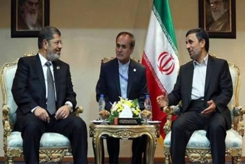 Ιστορική επίσκεψη του Ιρανού προέδρου στην Αίγυπτο