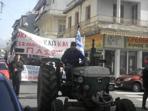 Αγρίνιο: Οι αγρότες βγήκαν στους δρόμους (pics-vid)