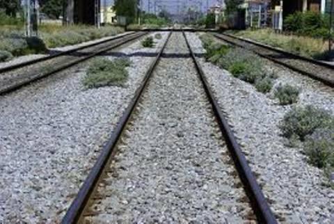 Μακάβριο εύρημα δίπλα στις ράγες του τρένου