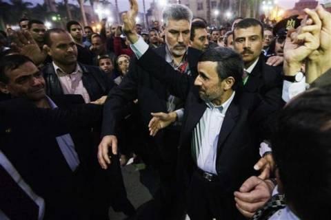 Βίντεο: Διαμαρτυρία με ρίψη παπουτσιού στον Αχμαντινετζάντ
