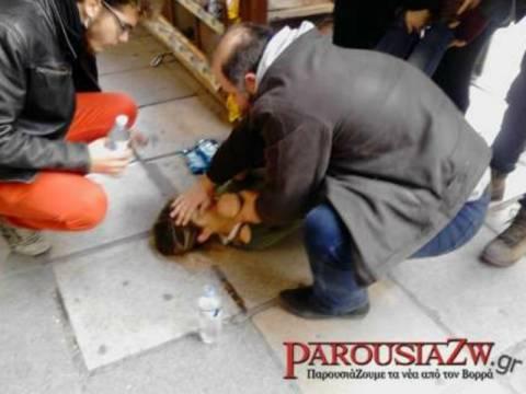 ΤΩΡΑ: Λιποθύμησε φοιτήτρια έξω από το Υπουργείο Μακεδονίας Θράκης